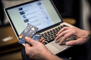 Näthandeln ökar och med den tiden som tillbringas på internet. Foto: Marcus Ericsson/TT