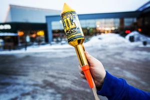 Numera krävs det tillstånd och utbildning för att få skjuta raketer med styrpinne.