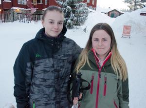 Kompisarna Moa Nilsson och Sofia Arf från Alingsås hade precis kommit till Vemdalsskalet när tidningen träffade dem.