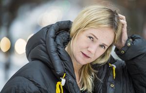 Bild: Claudio Bresciani/TTLina Thomsgård uppger att hon pressades av SVT att inte ta ut föräldraledighet – om hon gjorde det skulle hon kanske inte få fortsätta som programledare. Arkivbild.
