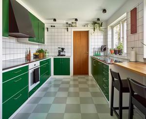 Retro går hem hos många. Djärvt och väldigt retro är knallgröna köket  från Kvänum som är lätt att antingen älska eller avsky.