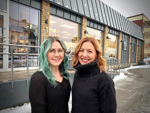 Nu blir även frisören Malou Papp (till vänster) delägare i salong Caroline, tillsammans med Caroline Åberg. Foto: Privat