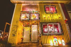 Bilden är tagen i Sala på vårat hus som mor och far har dekorerat. Så här har det sett ut varje jul i ett par år nu :)