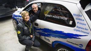 Lotta Lundqvist (kartläsare) och Tommy Högström startar i den första deltävlingen av rally-SM.