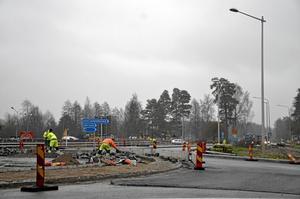 Snart klart. Arbetet i cirkulationsplatsen i Laxå är i full gång. Foto: Tove Svensson