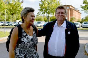 Kommunalrådet Jan Bohman (S) tog emot arbetsmarknadsminister Ylva Johansson (S) när hon kom till borlänge.