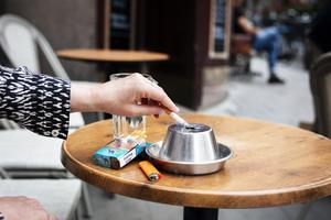 Ska vi uppmuntra till rökning för att få fart på Sveriges flyttkedjor?