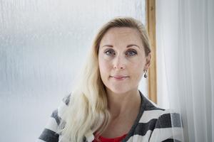 Journalisten och författaren Lisa Bjurwald  har precis gett ut BB-krisen (Volante) , en skakande skildring av hur gravida kvinnor behandlas i dagens Sverige. tidigare har hon bland annat granskat högerextremismen i Skrivbordskrigarna. Foto: Vilhelm Stokstad / TT