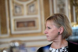 Utrikesminister Margot Wallström (S) företräder en regering som vill ha kvar den militära alliansfriheten trots att Sveriges doktrin numera är den solidariska säkerhetspolitiken. Men allt färre tror att den linjen påverkar fred och säkerhet.