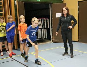 Albin intar startposition och Edvin, Gunnar och Malte gör sig redo att springa kort därefter. Monika ger klartecken.
