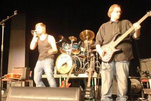 Svegsbandet Coerced spelade sent på lördagsnatten. Sångaren Lars-Johan Wagenius sjunger en gammal DIO-dänga, Per Halvarsson lirar bas och på Linus Züchner trummor. Marcus Elfström är bandets gitarrist.