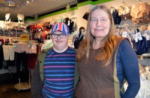På Helgas underkläder jobbar Ludvikaborna Johannes och Marina Persson. Johannes är i butiken på främst torsdagar.