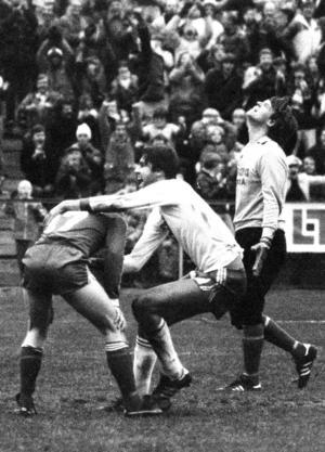 Han kallades popsnöre och kanske mer kärleksfullt för Travolta. Han hette Mats Lindwall och kom till Östersund under Janne Holmbergs ledning i slutet på 1970-talet. Han blev också känd som föreståndare för JC i Östersund.  Här vild målglädje efter nickmål i en höstmatch 1978.