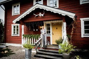 Marléne Rosdahl Eng driver sedan flera år butiken Pirum Parum. I Skrängstabodarna vid Björköviken fann familjen lugnet och närheten till naturen.
