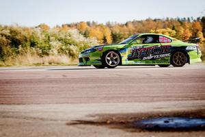 Bilen som Johan Halvarsson körde hem SM-guldet med är en Nissan 200 S15 med en motor på 700 hästkrafter.