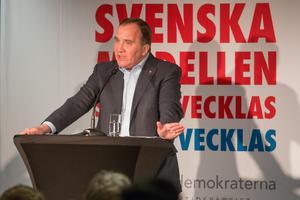 En kommunchef ska kunna ta emot säkerhetsklassad information från regeringen och måste därför granskas av Säpo. Bilden: Statsminister Stefan Löfven på besök i Nynäshamn i januari 2018.