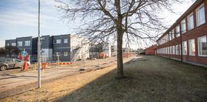 De första klasserna flyttas  från den ordinarie skolbyggnaden till skolmoduler intill skolan redan efter sportlovet.