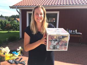 """Barndomsminne till salu. """"Jag minns hur vi åt ur den när jag var barn"""", berättade Louise Söderberg, en av alla säljare."""