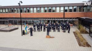 Musikens Vänner välkomnade våren med körsång på Katedralskolans borggård. Foto: Ur tv-klipp