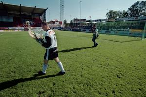 Niklas Skoog lämnar Eyravallen för sista gången som ÖSK-spelare.