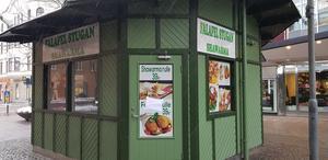 Falafelstugan på gågatan har haft stängt en längre tid. Nu finns planer på att riva den lilla restaurangen. Tidigare var stället en sushirestaurang.