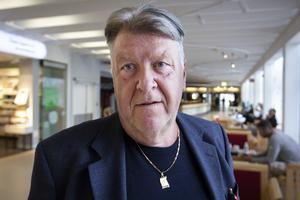 Kommunals ordförande Tomas Ålander som regelbundet går runt på Östersunds sjukhus för att höra hur personalen har det.