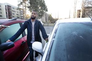 Mohammed Adan är orolig för att hans bil ska förstöras och hoppas åtgärder setts in så det blir lugnare.