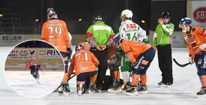 Per Hellmyrs blev liggande efter smällen, men kunde sedan ta sig av isen med hjälp av lagkamraterna.
