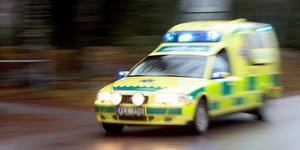 Ambulans och räddningstjänst fick rycka ut i skogen.