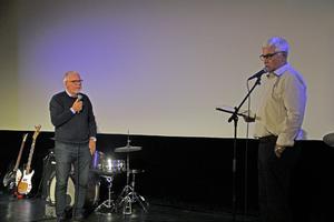 Ulf Eneroth, till höger, intervjuade flera som varit på plats 1966, som Köpingsbon Håkan Malmström.