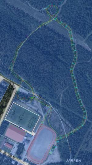 Ovalbanan utanför den befintliga skidstadion är markerat i rött medan multibanan som sedan går ut i skogen är markerad i grönt.