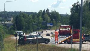 Båda bilarna behövde bärgas från platsen efter olyckan.