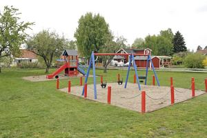 Nästa år kommer lekplatsen vid Västerlånggatan att få nya lekredskap, lovar kommunens tekniske chef.