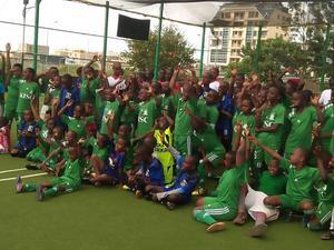 I Syokimau Soccer Academy spelar runt 50 barn i åldrarna 6-14 och akademin har dessutom ett seniorlag.