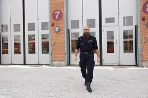 Det bästa med jobbet som ställföreträdande räddningschef är att det alltid känns meningsfullt, säger Kamil Oskar Bialas.