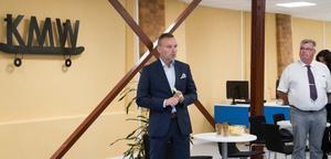 Mattias Olofsson är chef för nationella gransknings-och kontrollenheten på Arbetsförmedlingen och känner sig välkomnad i Köping.