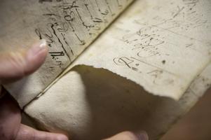 Magnus Westman hittade en anteckningsbok/dagbok i väggen när har började att riva bort masonitskivor.