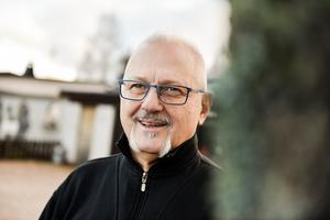 Kjell Helin har numera företaget nära hemmet, minst sagt, då han använder sitt garage för ändamålet. Likaså hans sambo har en verksamhet i huset.