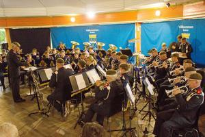 Hemvärnets Musikkår Gävleborg avslutade Blåsmusik i Regementsparken.