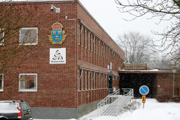 Foto. ArkivbildI Fagersta saknas det minst sex arrestvakter som kan arbeta i polishuset. Nu söker polisen arbetskraft med ljus och lykta.