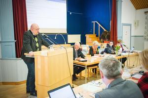 Ulf Berg (M) var en av få ledamöter som tog plats vid talarstolen under kommunfullmäktige.