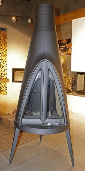 De flesta braskaminer är gjorda för att kunna stå tio centimeter från väggen, andra kan behöva en speciell skiva som skyddar väggen mot värme.