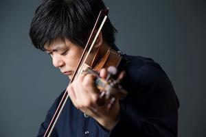 Framstående violinisten Daishin Kashimoto, förste konsertmästare i Berlinfilharmonikerna, är solist i Beethovens violinkonsert.  Pressbild