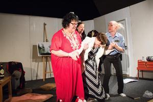 Bild från Teaterslagets trettondagspjäs Omaka Par från januari i i år.