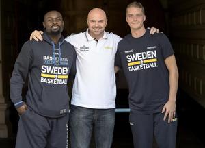 2016: Pressträff med Sveriges A-landslag inför det kommande EM-kvalet i Sverige. Thomas Massamba, Vedran Bosnic och Ludvig Håkansson. Foto: TT