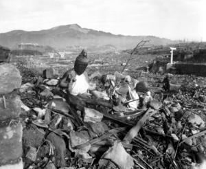 Nagasaki en dryg månad efter att staden atombombats den 9 augusti 1945. Foto: Lynn P. Walker, Jr.