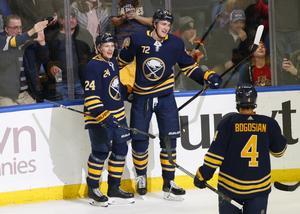 Lawrence Pilut spelade NHL-match så sent som nattne mot fredagen.