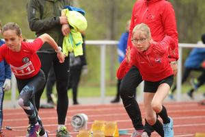 Fokus framåt och rätt armpendling. Här ser vi ett sprintheat i en av de yngre klasserna.