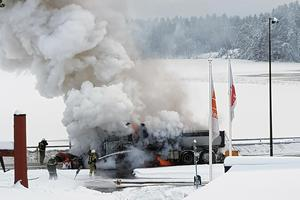 Det brinner i en lastbil i Furudal, Rättviks kommun.Foto: Läsarbild/Andre Thornqvist
