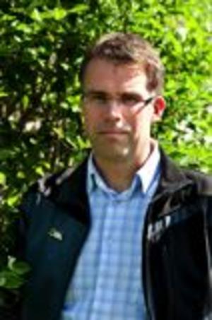 Jonas Åsenius (MP) är valnämndens ordförande i Falun. Han vidhåller att PostNord skulle ha levererat förtidsrösterna.Arkivbild: Kjell Jansson